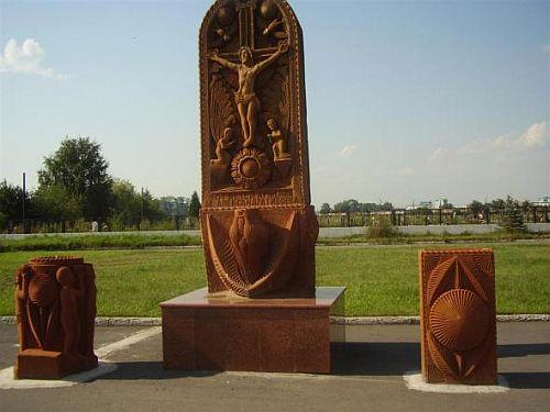 Это памятник жертвам бесланской трагедии от детей Армении </p><p> и Александра Гивоева. Установлен в Беслане