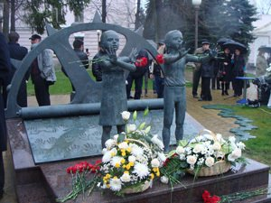 Памятник жертвам терактов во Владикавказе