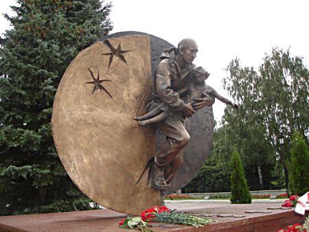 Памятник Дмитрию Разумовскому, бойцу отряда «Вымпел», </p><p> погибшему при освобождении бесланской школы