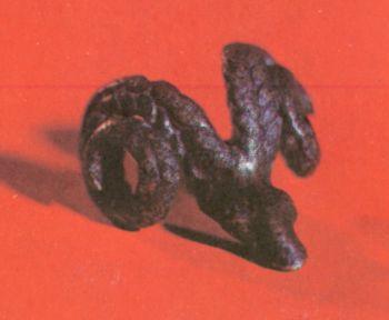 Подвеска в виде головы барана. Первое тыс. </p><p> до н. э. Бронза, литье. Размер 4x3 см. </p><p> Кобанское ущелье СОАССР.</p><p> Pendant in the form of a ram First </p><p> millennium В. С. Bronze, casting. 4X3 cm. </p><p> The Koban gorge. North Ossetia.</p><p>
