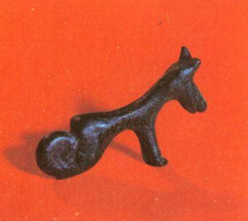 Скульптурная фигурка лошади. Первое тыс, до н. э. </p><p> Бронза, литье. Размер 5x2 см. </p><p> Святилище Реком СОАССР.</p><p> The figure of a horse First millennium В. С. </p><p> Bronze, casting. 5x2 cm. The Rekon. Shrine. </p><p> North Ossetia</p><p>