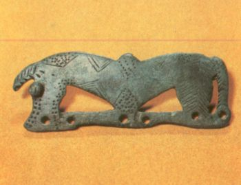 Поясная пряжка в виде стилизованной лошади. </p><p> Первое тысячелетие до н. э. Бронза, </p><p> литье, гравировка. Высота 12 см. </p><p> Случайная находка в Тагаурии СОАССР.</p><p> Belt buckle in the form of a symbolic horse. </p><p> First millennium В. С. Bronze, casting, engraving. </p><p> 12 cm. high Found in Tagauria. North Ossetia.</p><p>