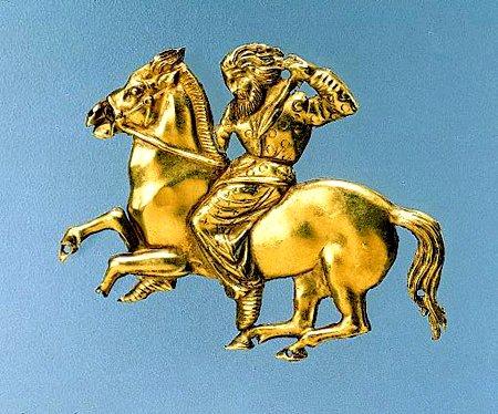 <i>Бляшка- всадник. 400-350г.г. до н.э. Курган Куль-Оба. </p><p> Боспорское царство. Керчь. </p><p> На одежде всадника видно изображение кругов. </i>